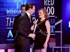 Elizabeth Moss gives sweet speech for Jon Hamm