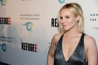 Actress Kristen Bell tells Trump to 'zip it'