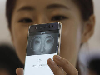 Too many smartphone models released, survey says