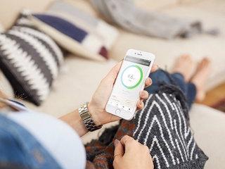 Smart breast pump lets moms multitask