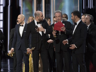 Firm apologizes for Oscars best picture mix-up