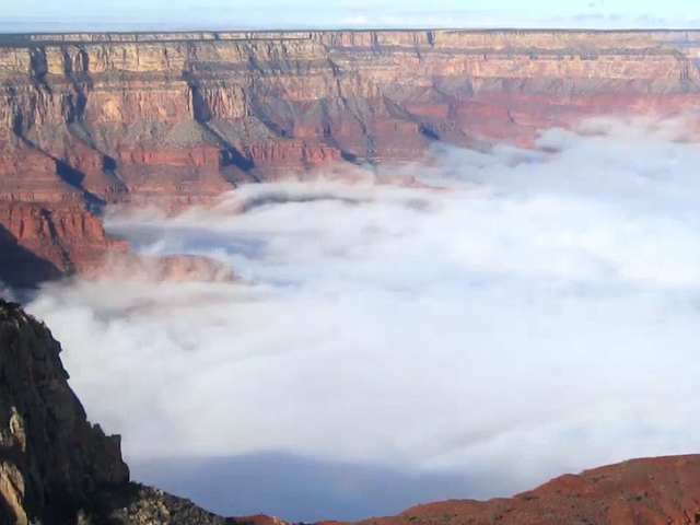 Pulsating clouds in the Grand Canyon