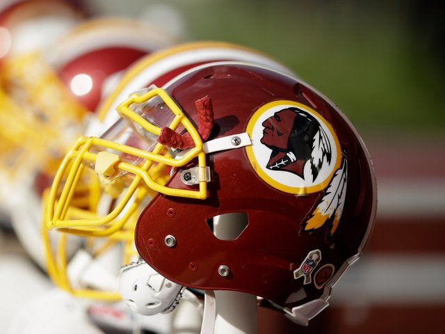 Justice Dept. drops fight against Redskins' trademark