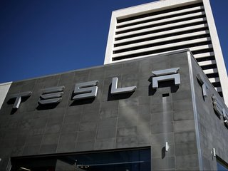 Tesla to reveal electric semi-truck in October