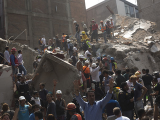 Photos: Mexico earthquake kills hundreds