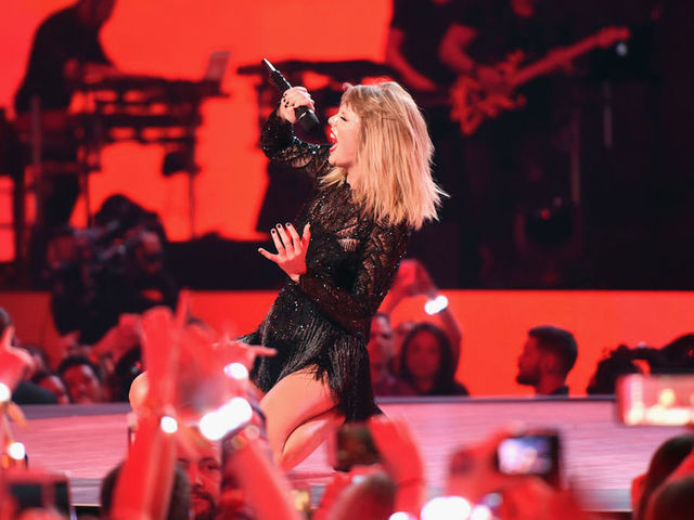 Taylor Swift sets album pre-sale record