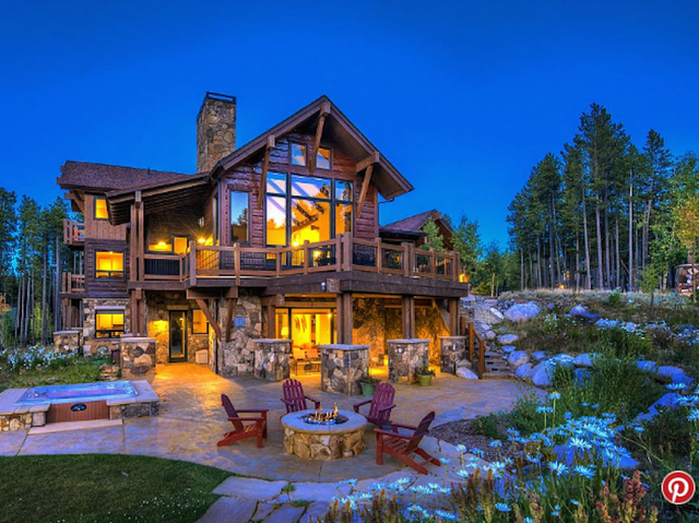 11 absurd mansions you can rent for a dirt cheap friends for Cheap luxury homes for sale